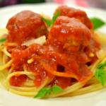 Куриные-фрикадельки-в-томатном-соусе