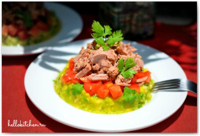 Салат с тунцом и авокадо 00-