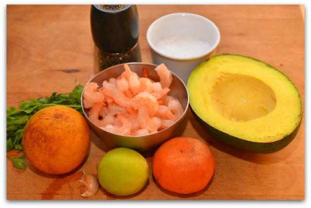 Салат из креветок, авокадо и апельсина_01