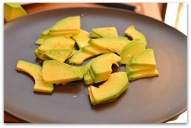 Салат из креветок, авокадо и апельсина_5