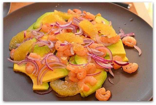 Салат из креветок, авокадо и апельсина_6